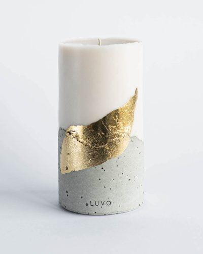 Świeca naturalna Luvo Bari w rozmiarze L ze złotym zdobieniem